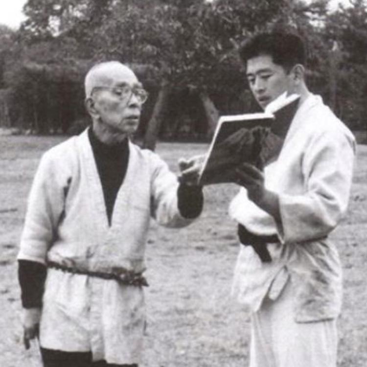 Takamatsu Hatsumi Teaching Ninjutsu